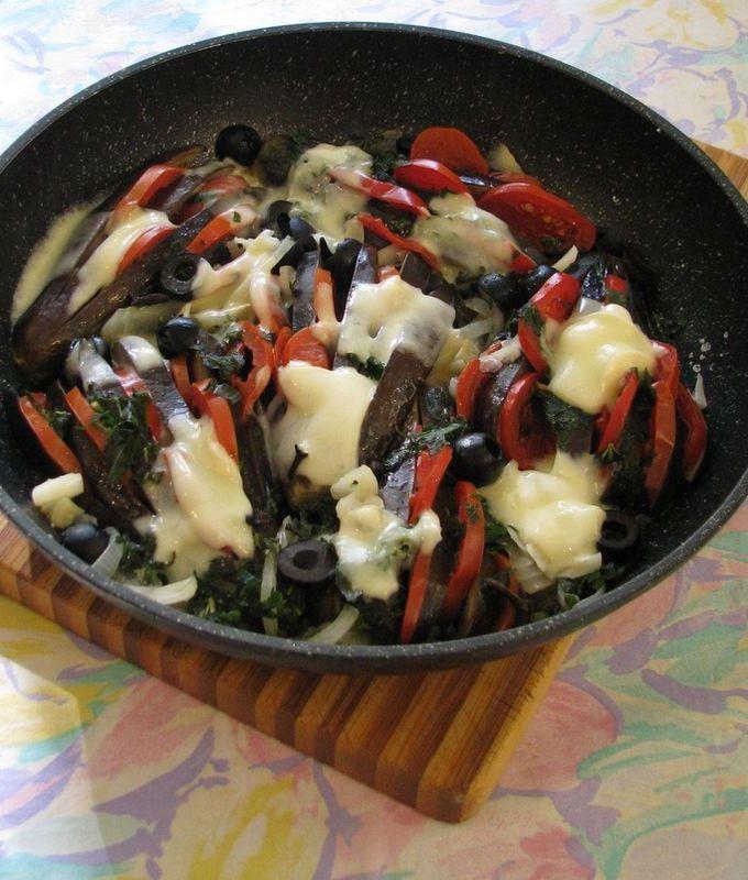 Баклажаны с сыром и помидорами в духовке