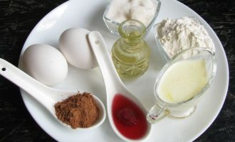 Вначале подготовьте все компоненты для приготовления блинчиков в горошек с вареньем. Варенье у меня малиновое на агар-агаре.