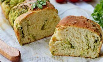 Хлеб охладить, нарезать и можно подавать к столу.