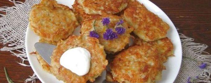 Картофельные драники с сыром и луком