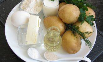 Чтобы приготовить картофельные лепешки, нам понадобятся следующие ингредиенты: сырой картофель, молоко, пшеничная мука (но пойдет и другая, которую вы больше предпочитаете), думаю, что очень будет прекрасное сочетание и с гречневой мукой. Еще также потребуются дрожжи, сметана, яйцо, сливочное масло, зеленушка, растительное масло и соль.