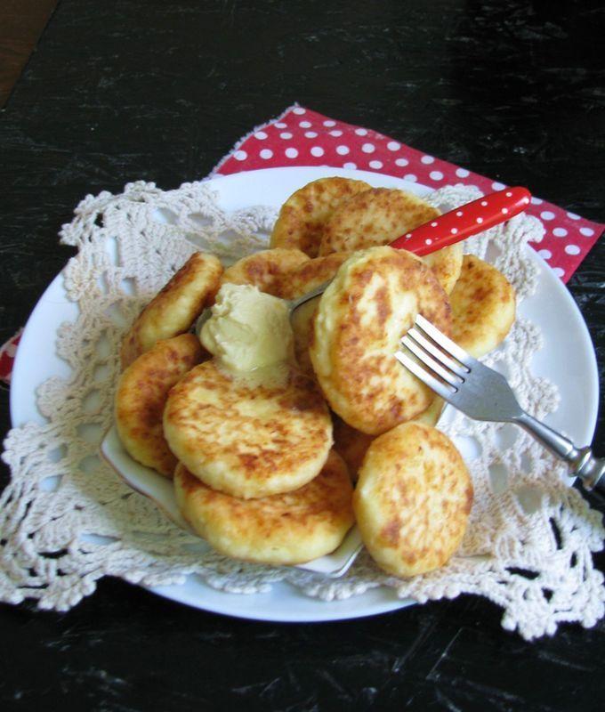 Классические сырники с манкой на сковороде