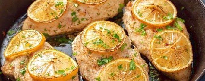 Куриное филе с лимоном на сковороде