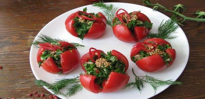 Малосольные помидоры с зеленью
