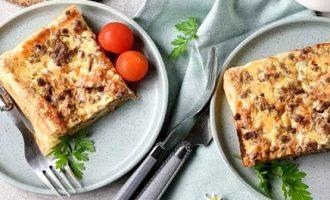 Пирог с фаршем и сыром на дрожжевом тесте