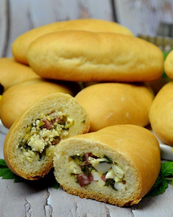 Пирожки с колбасой, зеленым луком и яйцом