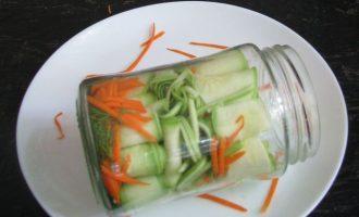 Через некоторые промежутки по своему желание можете добавлять стружку от моркови и кабачков. У меня она тоже есть.