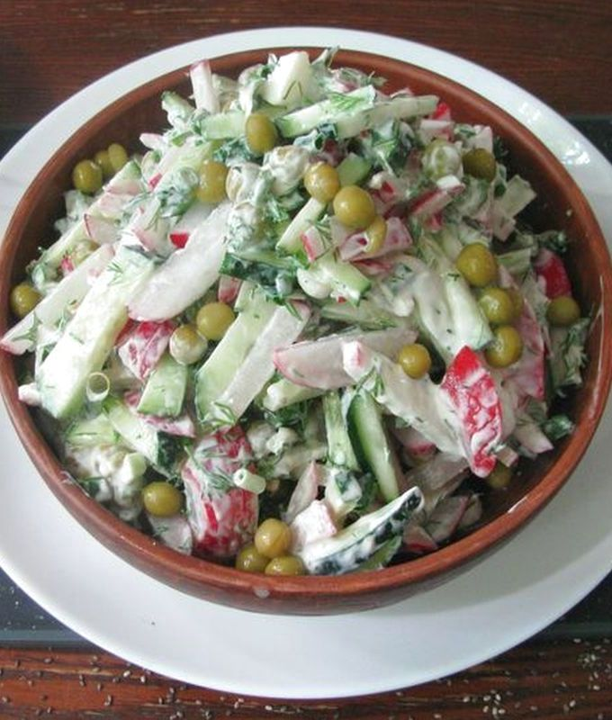 Салат из свежего огурца и редиса