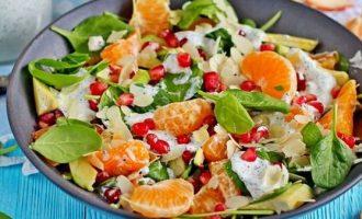 Салат с мандаринами, шпинатом и авокадо к Новогоднему столу