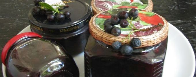 Варенье из слив с черноплодной рябиной