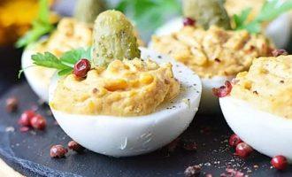 Яйца фаршированные с тыквой и пряностями